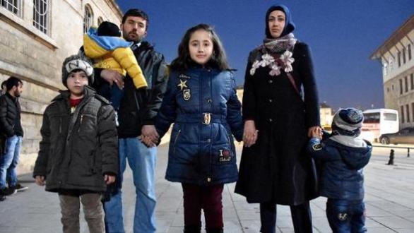 Sudenaz, işitme engelli anne ve babasının en büyük destekçisi